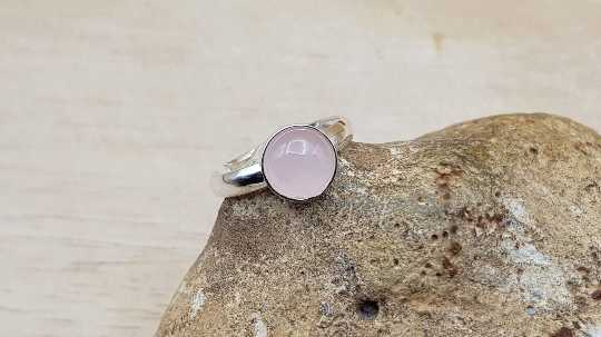 Minimalist Rose Quartz ring