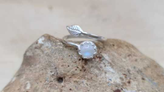 Rainbow moonstone leaf ring 6mm